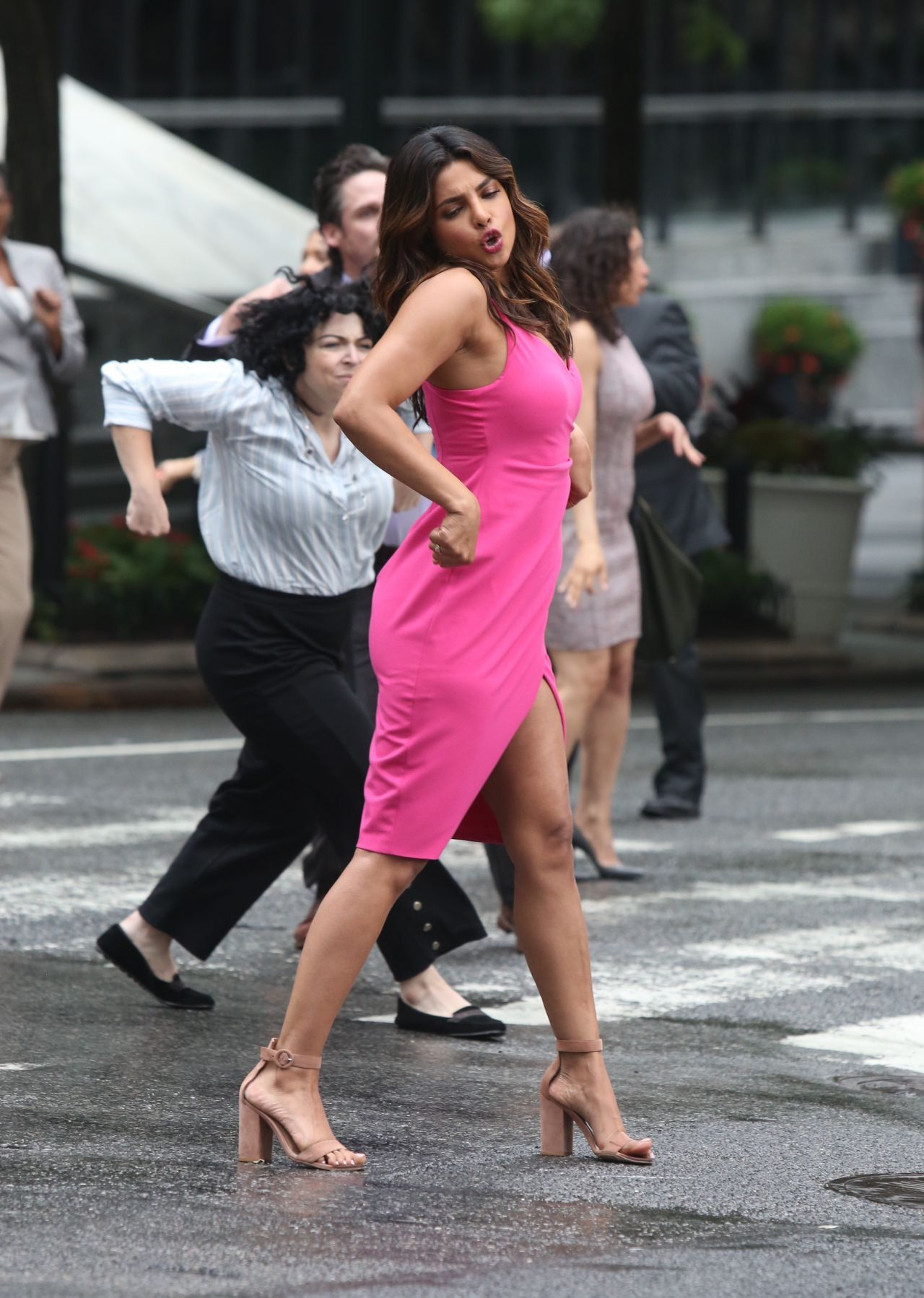 https://celebmafia.com/wp-content/uploads/2018/07/priyanka-chopra-liam-hemsworth-rebel-wilson-adam-devine-and-betty-gilpin-filming-a-dance-scene-for-isn-t-it-romantic-in-ny-15.jpg
