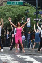 "Priyanka Chopra, Liam Hemsworth, Rebel Wilson, Adam DeVine and Betty Gilpin - Filming a Dance Scene for ""Isn"