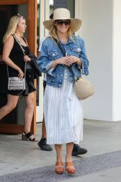 Reese Witherspoon - Out for Lunch in Los Angeles 07/27/2018