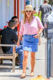 Reese Witherspoon Summer Street Style - Los Angeles 07/19/2018