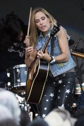 Sheryl Crow Performs Live in Calgary