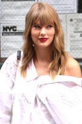 Taylor Swift Leggy in Jeans Shorts - Leaves Her Apartment in NYC 07/22/2018