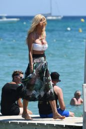 Victoria Silvstedt - Arriving at Club 55 in Saint-Tropez 07/24/2018