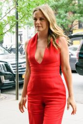 Alicia Silverstone Style - Out in New York City 07/31/2018