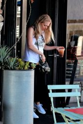 Amanda Seyfried - Getting Coffee in LA 08/29/2018