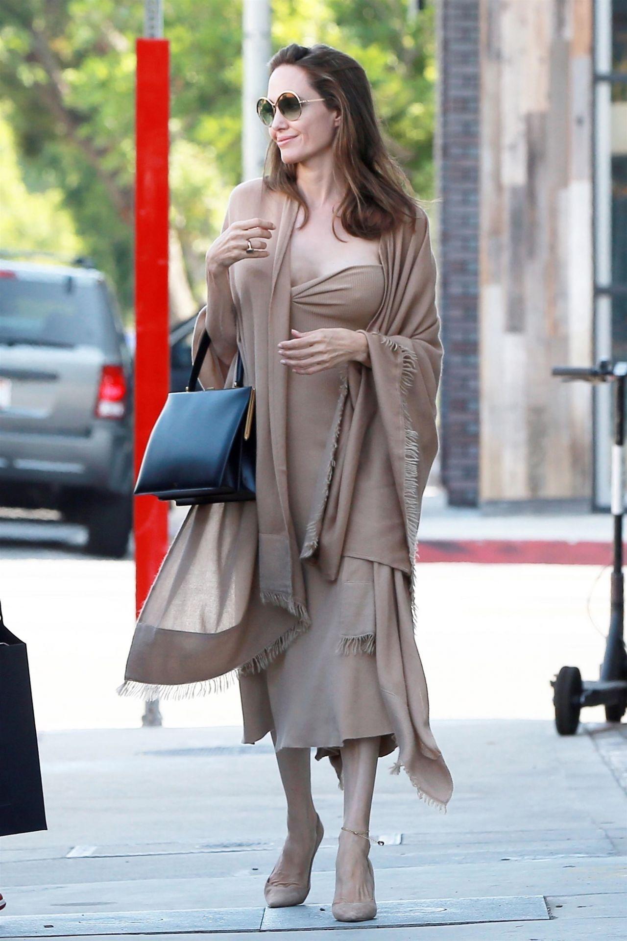 Angelina Jolie at Perch Restaurant in Los Angeles, 08/26/2018 анджелина джоли 2018