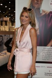 AnnaLynne McCord – Magic Convention WWD Social House Panel in Las Vegas