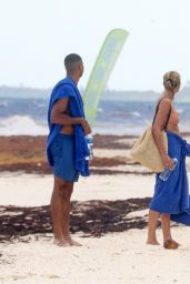 Bregje Heinen and Her Boyfriend Ro Parra-Grady on the Beach in Tulum 08/28/2018