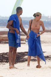 Bregje Heinen and Her Boyfriend Ro Parra-Grady on the Beach in Tulum 08/28/2018