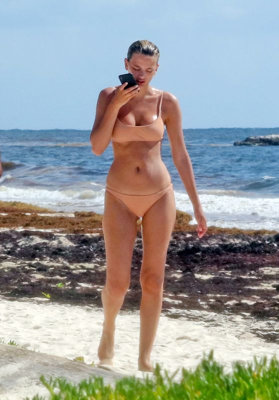 Bregje Heinen in Bikini on the Beach in Tulum 08/28/2018