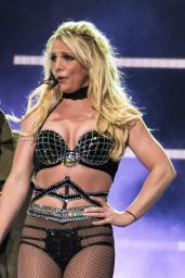 Britney Spears Performs at the Open Air Theatre in Scarborough 08/17/2018