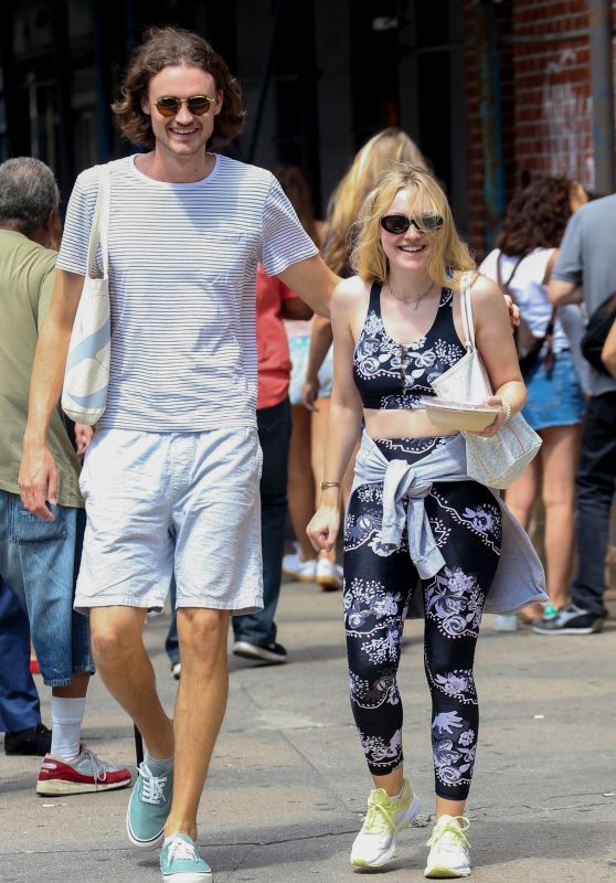Dakota Fanning and Henry Frye Lunch Together in NYC