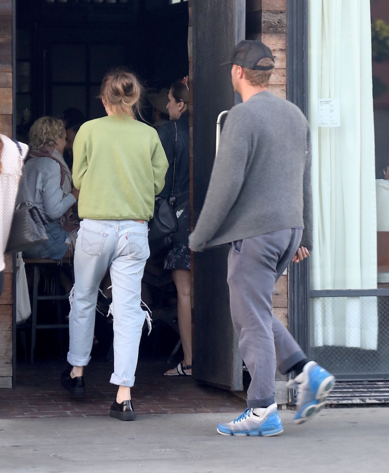 Dakota Johnson And Chris Martin In Santa Monica 08 18 2018