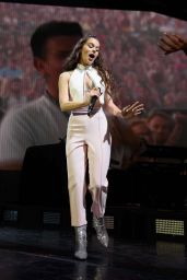 """Hailee Steinfeld - """"The Voicenotes"""" Tour in Woodlands 08/24/2018"""