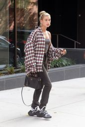 Hailey Baldwin - Leaving Her Apartment in Brooklyn 08/08/2018