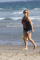 Holly Madison at the Beach in LA 08/29/2018
