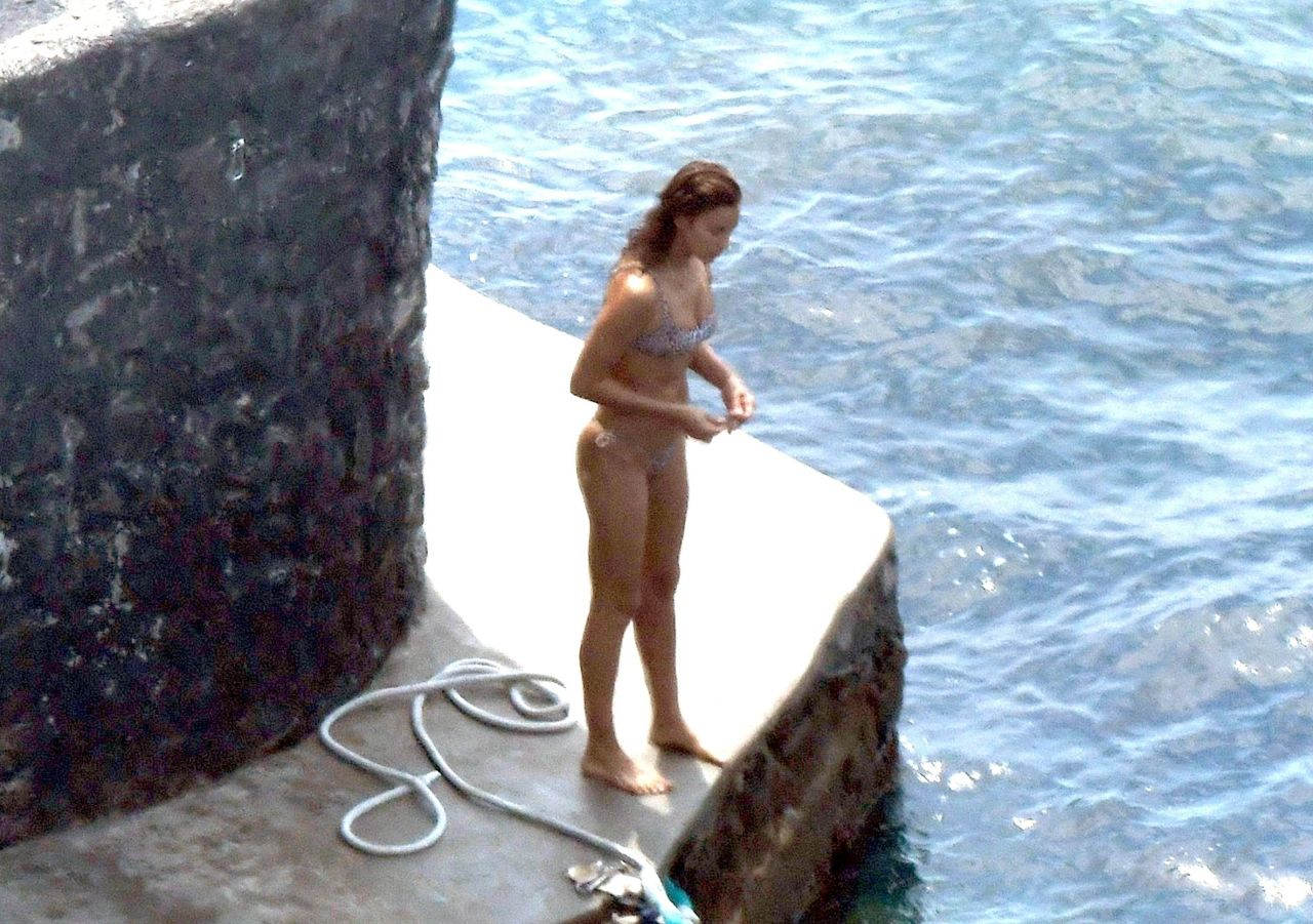 irina-shayk-in-bikini-on-holiday-in-positano-08-03-2018-5.jpg