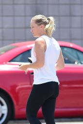 Jennie Garth in Gym Ready Outfit - Los Angeles, July 2018