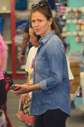 Jennifer Garner - Shopping for School Supplies in LA 08/27/2018