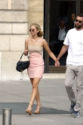 Jennifer Lawrence - Romantic Stroll in Paris 08/08/2018