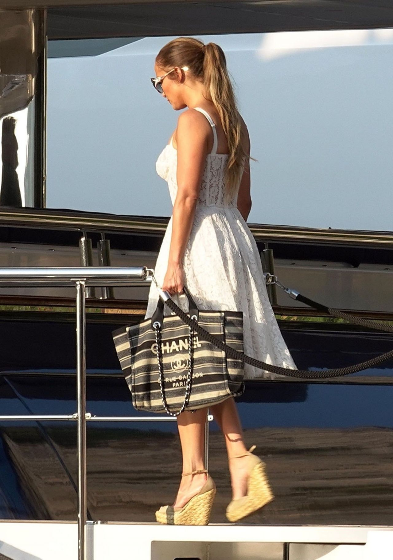 jennifer-lopez-and-alex-rodriguez-on-their-luxury-yacht-in-capri-08-07-2018-3.jpg