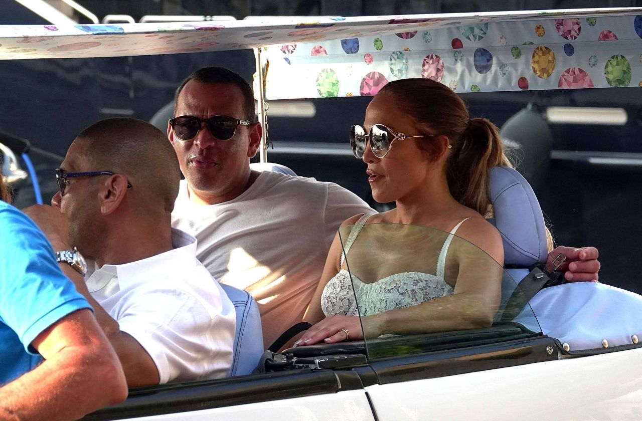 jennifer-lopez-and-alex-rodriguez-on-their-luxury-yacht-in-capri-08-07-2018-4.jpg