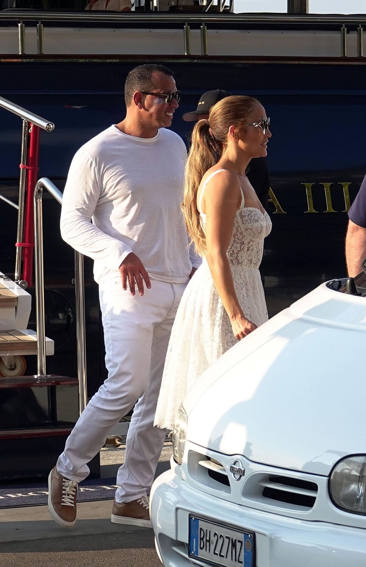 jennifer-lopez-and-alex-rodriguez-on-their-luxury-yacht-in-capri-08-07-2018-9.jpg