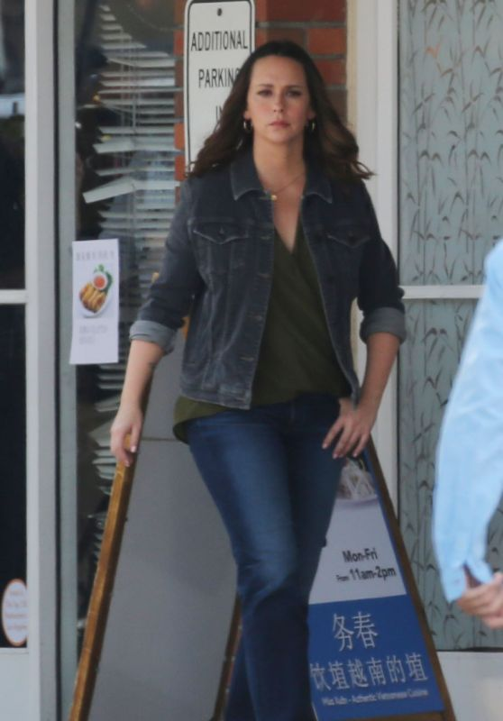 "Jennifer Love Hewitt - ""9-1-1"" Set in LA 08/09/2018"