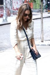 Jessica Alba is Stylish - Leaving People Live in NYC