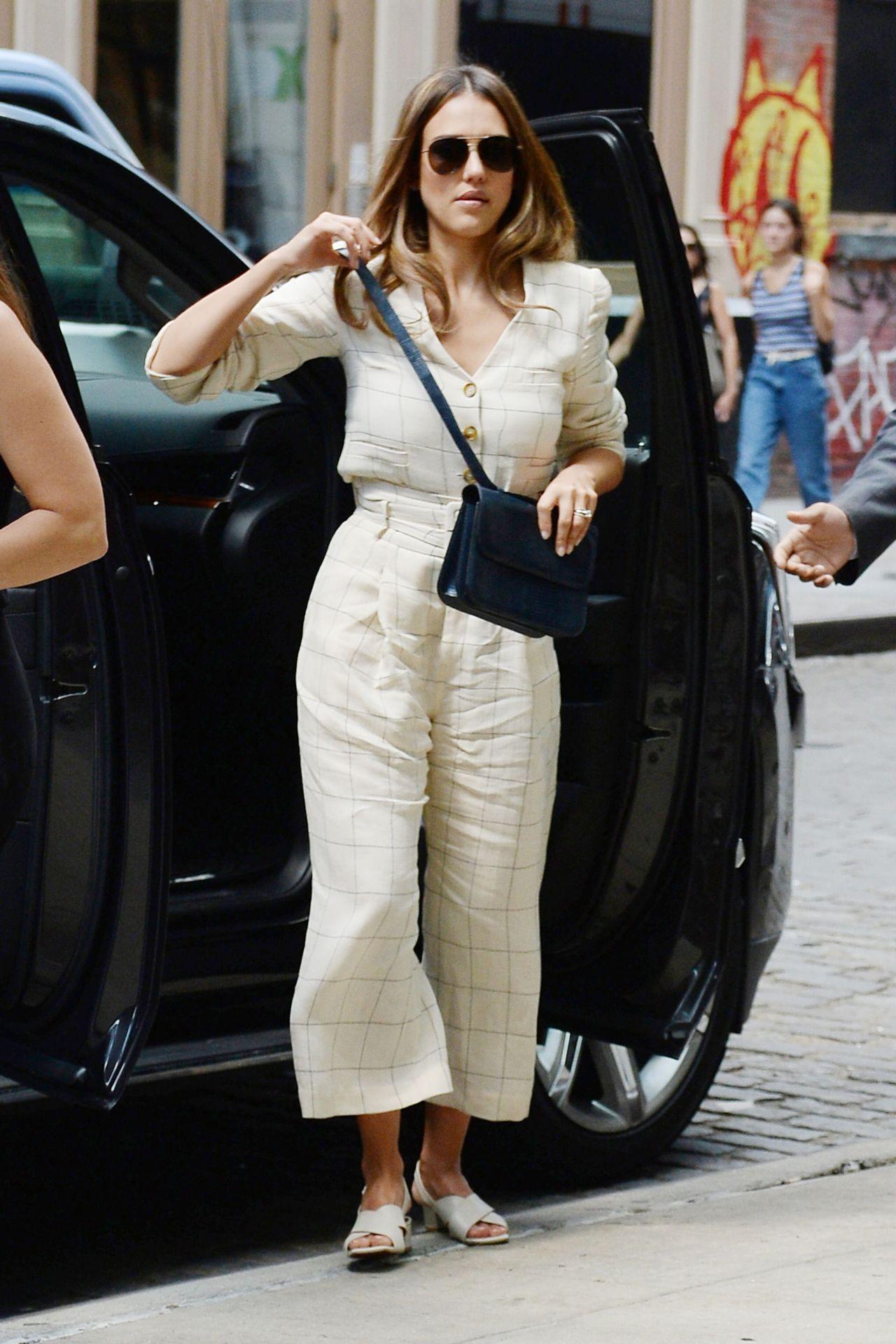 https://celebmafia.com/wp-content/uploads/2018/08/jessica-alba-is-stylish-leaving-people-live-in-nyc-9.jpg