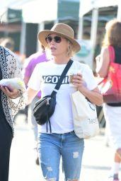 Julie Bowen - Farmers Market in Los Angeles 08/19/2018