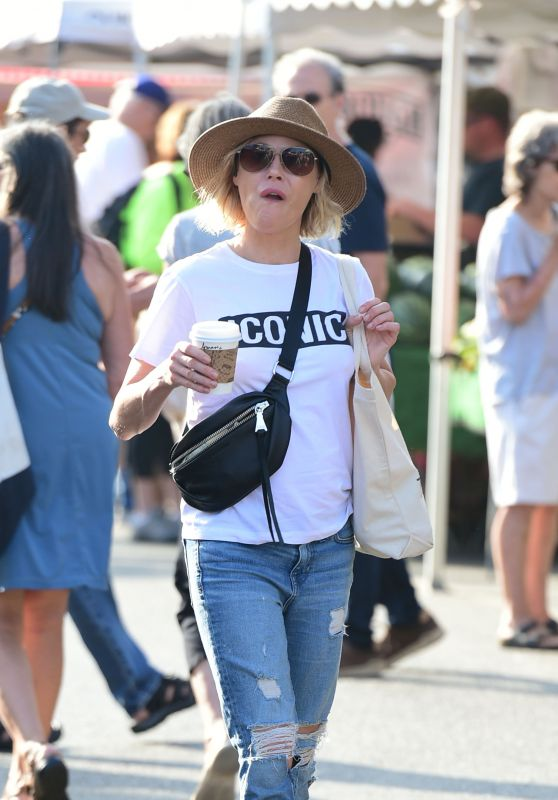Julie Bowen - Farmers Market in Los Angeles 08/19/2018