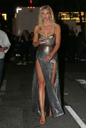 Karlie Kloss - Outside Radio City Music Hall after 2018 MTV VMAs in NY