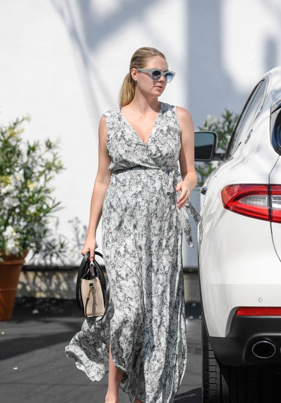 Kate Upton - Stops by Carasoin Day Spa & Skin Clinic in West Hollywood 08/30/2018