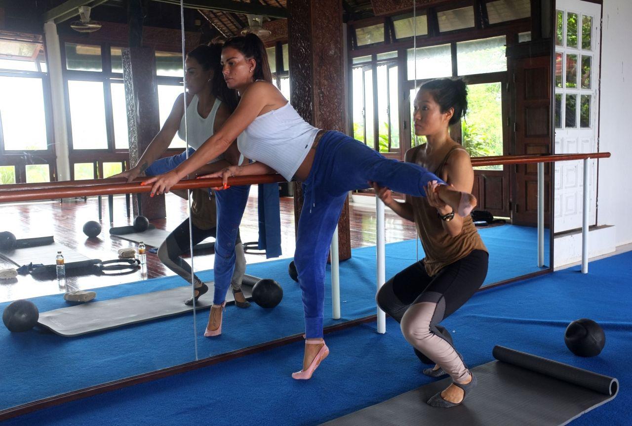 Katie price thai workout in thailand nudes (75 photo), Sideboobs Celebrites images