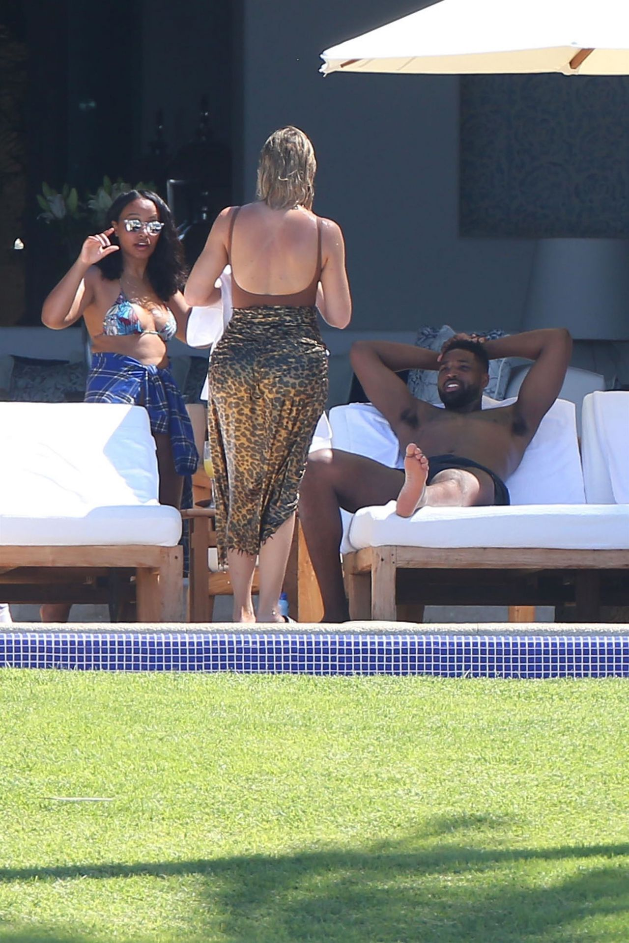 Khloe Kardashian On The Beach In Mexico 08 14 2018
