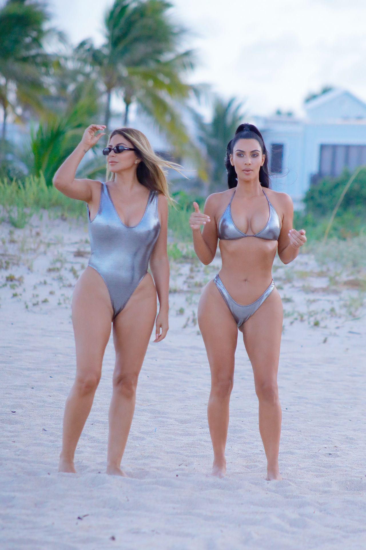 Curvy woman posing nude