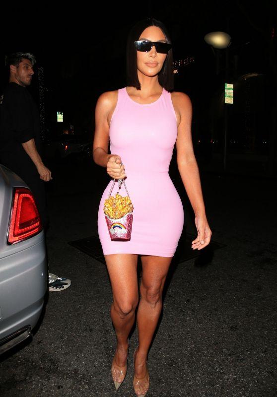 Kim Kardashian - What Goes Around Comes Around