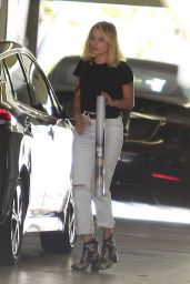 Margot Robbie in Casual Outfit - Leaving a Meeting in LA 08/29/2018