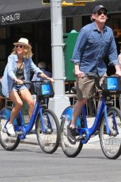 Naomi Watts and Billy Crudup Bike Ride in Downtown Manhattan in NYC 08/25/2018
