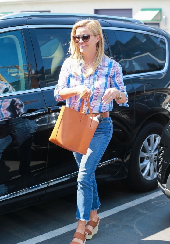 Reese Witherspoon - Going to Work in Santa Monica 08/04/2018