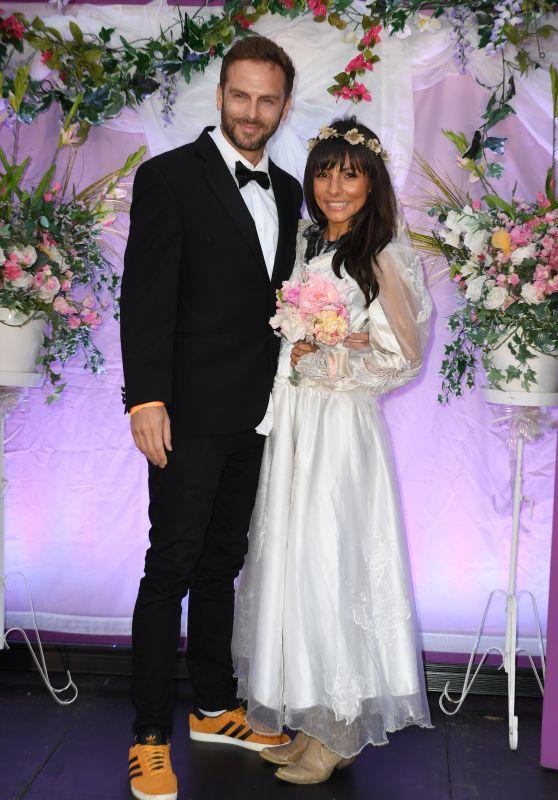 Roxanne Pallett - Recreating Friends Wedding Scene with Boyfriend Lee Walton