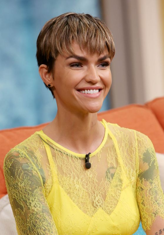 "Ruby Rose - ""Despierta America"" at Univision Studios to Promote ""The Meg"" in Miami"