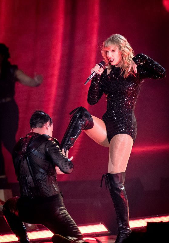 Taylor Swift Performs in Toronto 08/03/2018