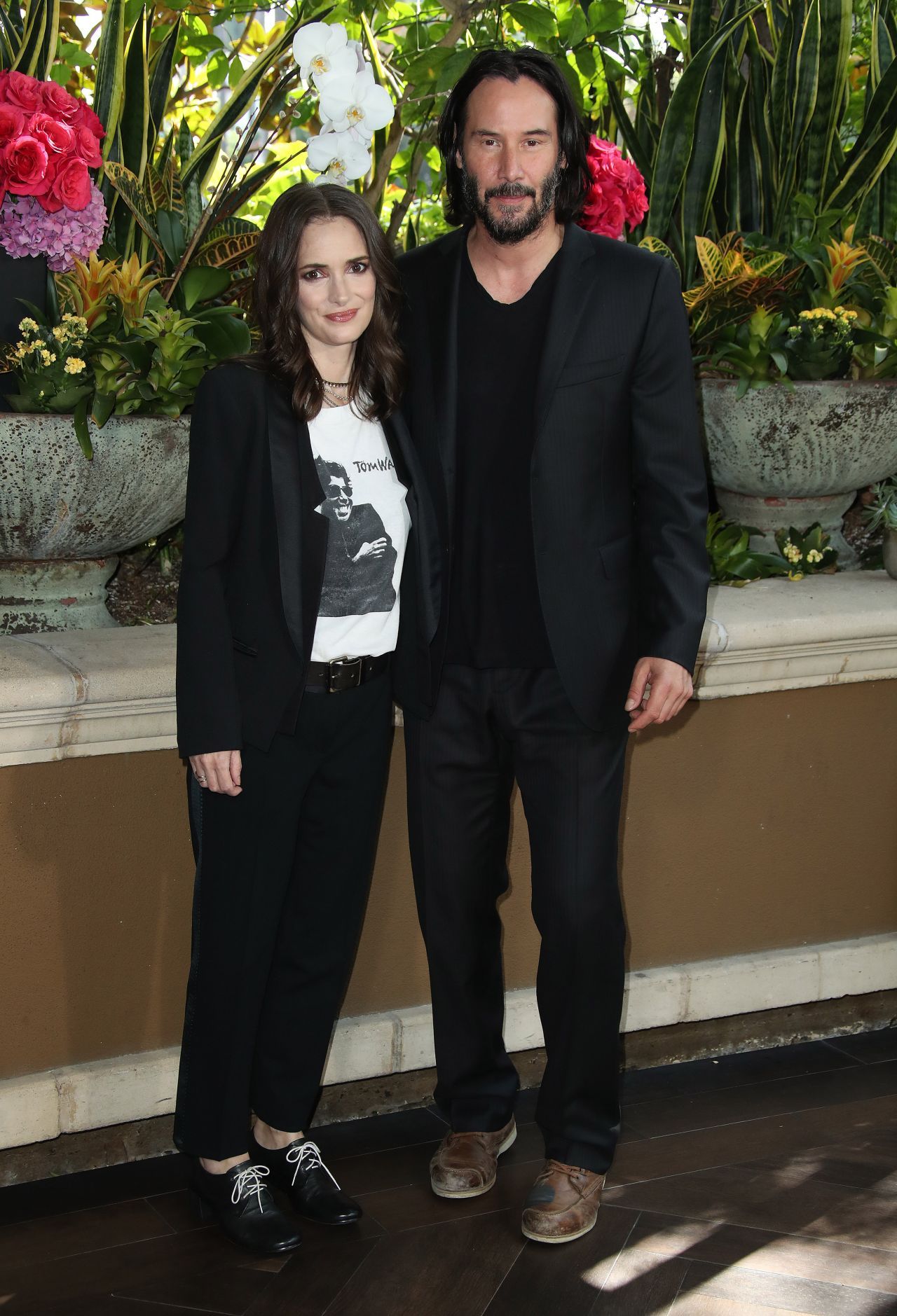 winona ryder and keanu reeves destination wedding photo call in beverly hills. Black Bedroom Furniture Sets. Home Design Ideas