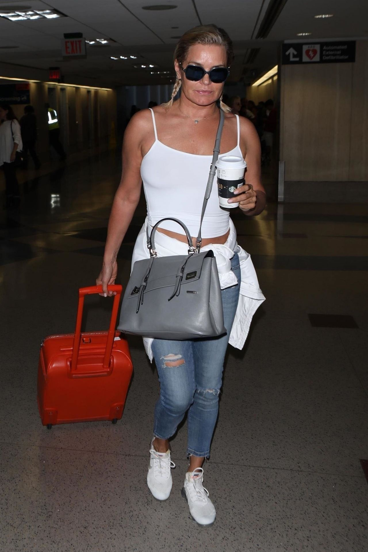 216477b17c Yolanda Hadid – Departing on a Flight at LAX in LA 08 08 2018