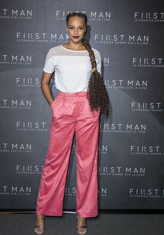 "Alicia Aylies – ""First Man"" Premiere in Paris"