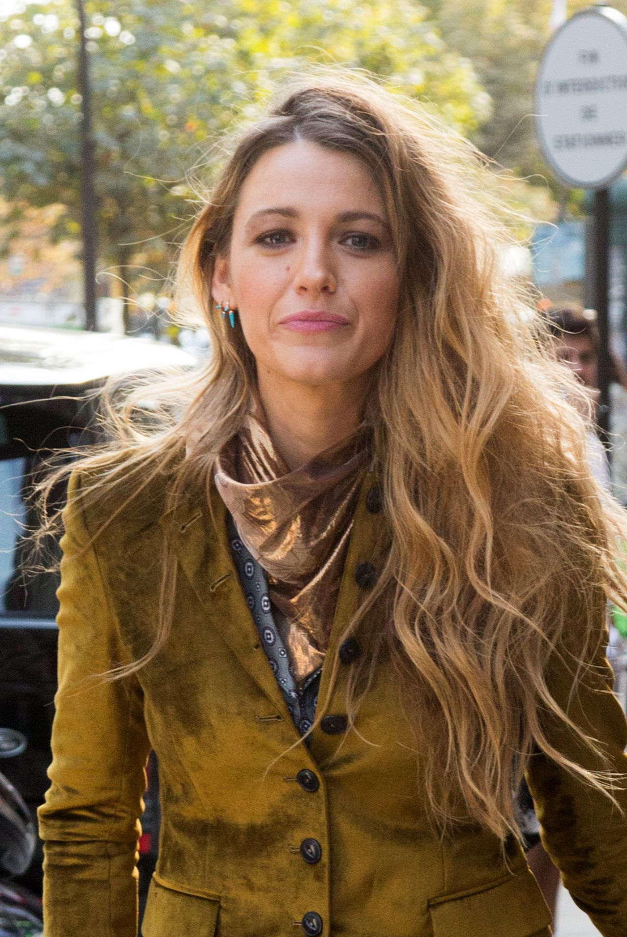 Blake Lively Leaving Her Hotel In Paris 09 20 2018