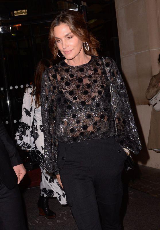 Cindy Crawford - Leaving Her Hotel in Paris 09/26/2018