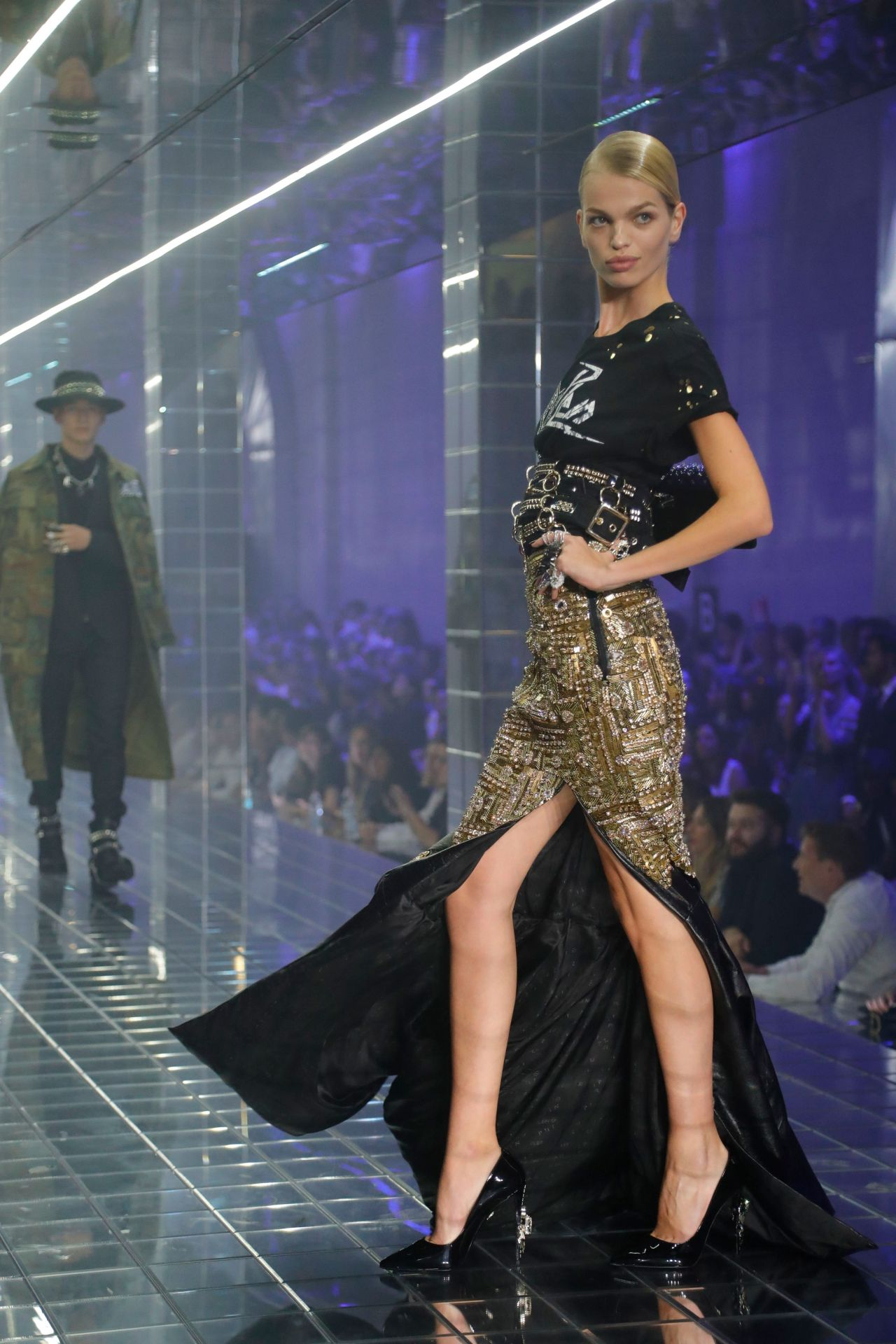 Daphne Groeneveld Walks Philipp Plein Show, Milan Fashion ...
